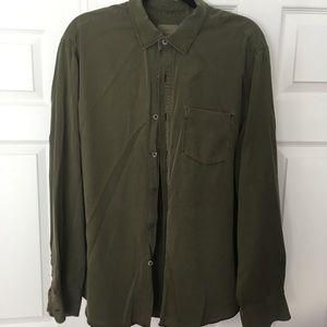 Men's long sleeve green shirt. Size XL